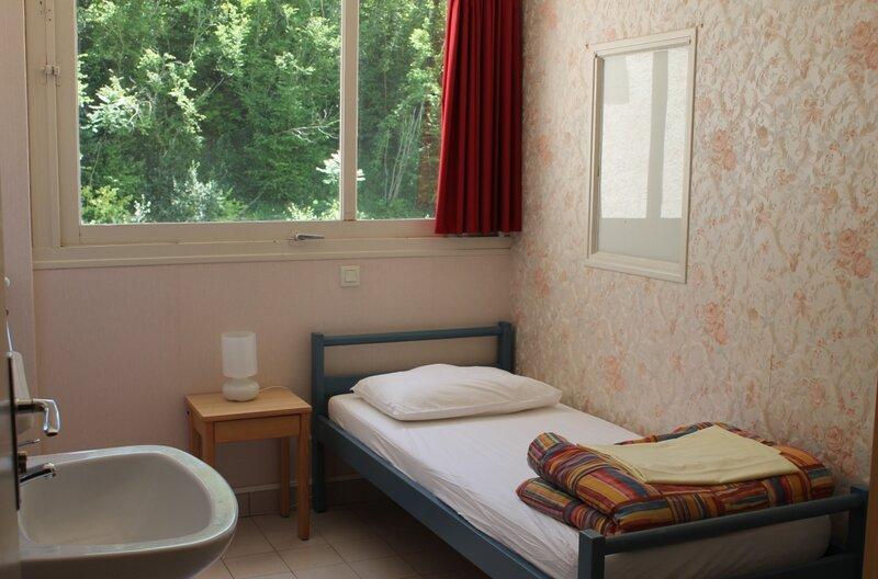 Un lit simple, Centre de séjour Saint-Aignan